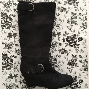 Apostrophe Black Wedge Side Zip Suede Boots 10